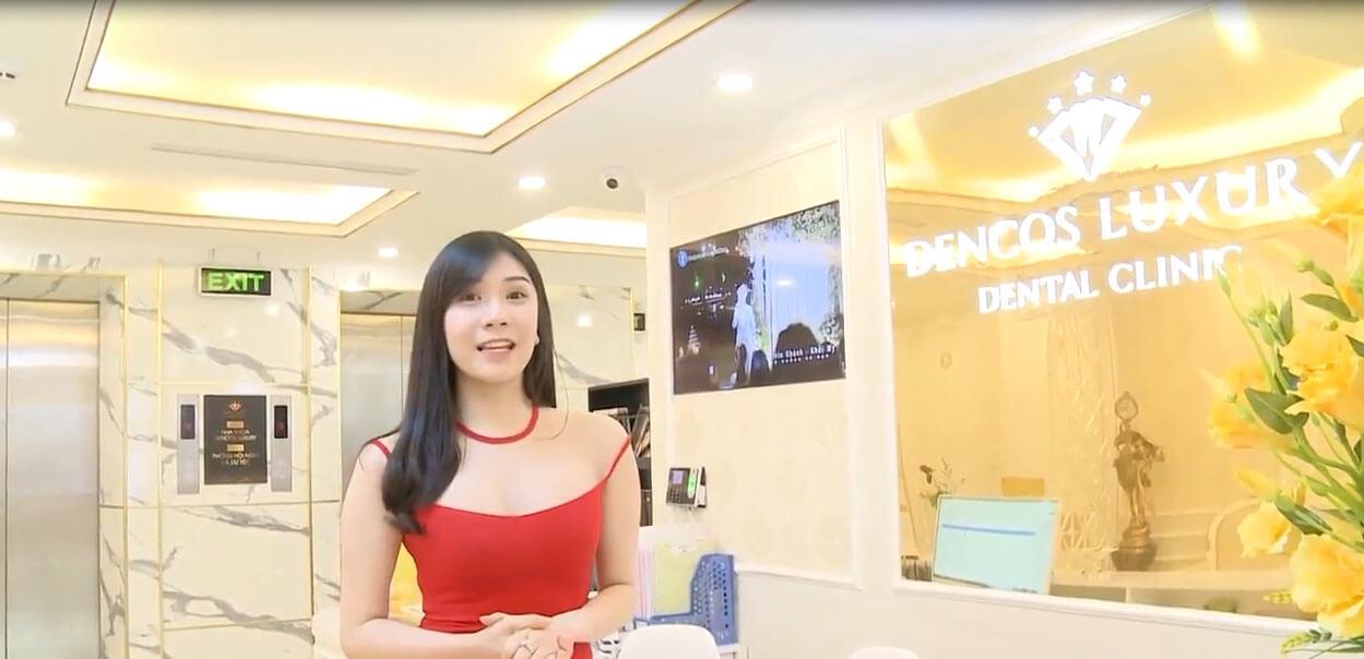 Thanh Bi khoe hình ảnh chụp tại nha khoa thân thiết của cô