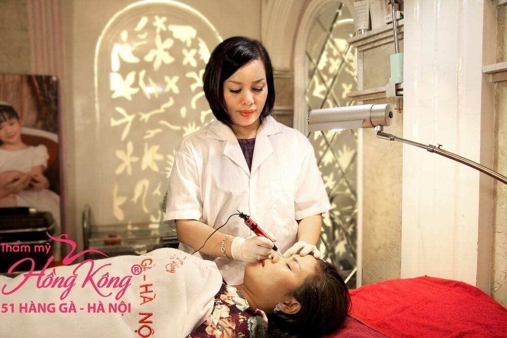 Hoa hậu thế giới doanh nhân 2019 Phượng Hồng Kông tại thẩm mỹ Hồng Kông 51 Hàng Gà, Hà Nội