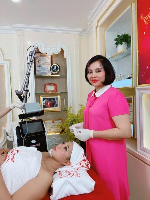 Nhan sắc đời thường của hoa hậu Phượng Hồng Kông luôn được khen ngợi